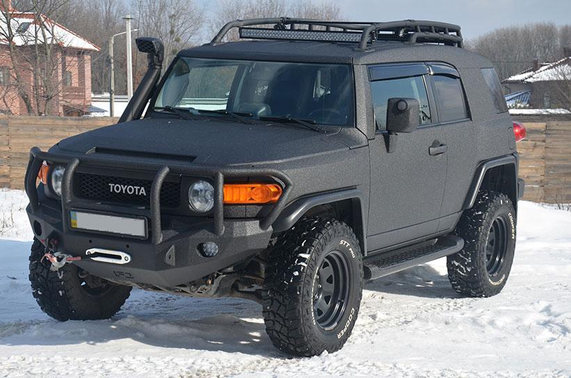 Защита кузова внедорожника Toyota FJ Cruiser полимерным покрытием Line-X от царапин и коррозии