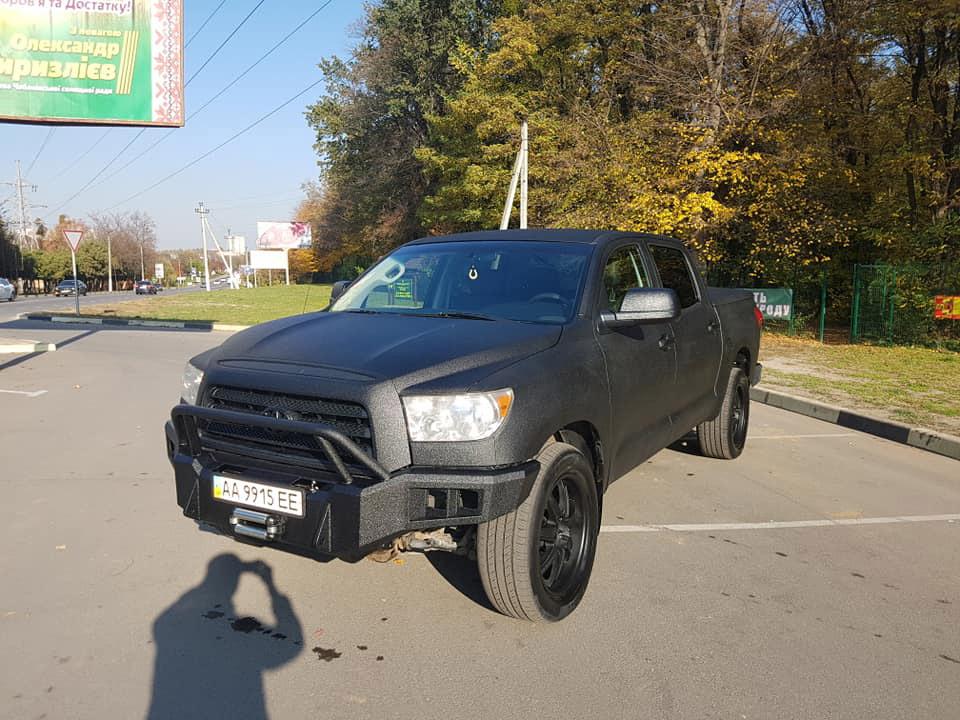 Защита кузова, багажника и силового бампера пикапа Toyota Tundra полимерным покрытием Line-X.