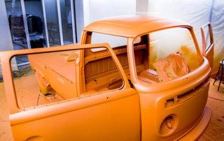 Тюнингованный минивэн Volkswagen T2 в защитном покрытие Line-X