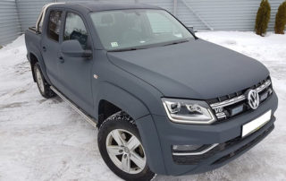Защита кузова внедорожного пикапа Volkswagen Amarok полимерным покрытием Line-X серого цвета