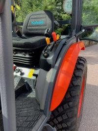 Защита кабины трактора полимерным покрытием Line-X от механических повреждений и коррозии.