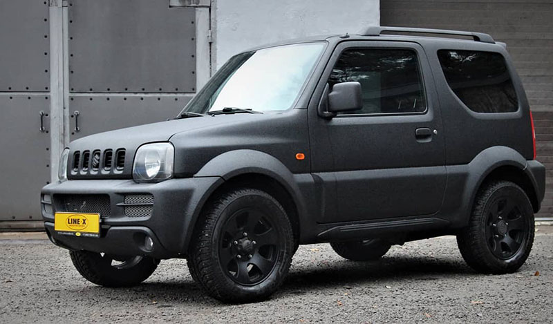 Защита кузова внедорожника Suzuki Jimny от механических повреждений и коррозии полимерным покрытием Line-X