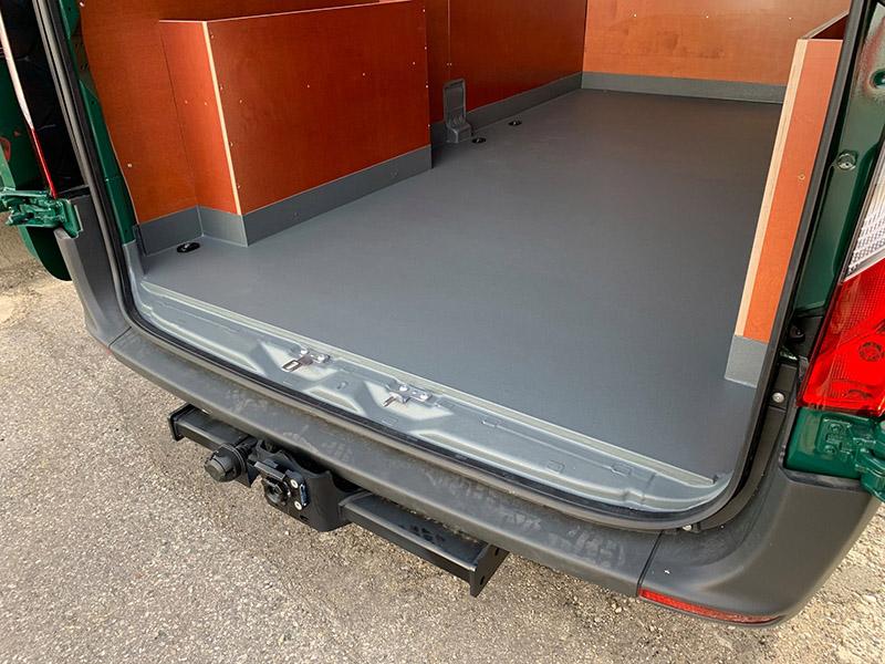 Защита пола фургона покрытием Line-X