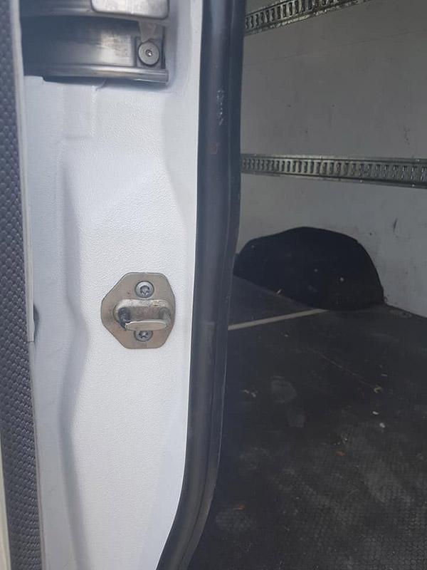 Покраска кузова фургона Volkswagen Crafter защитным покрытием Line-X