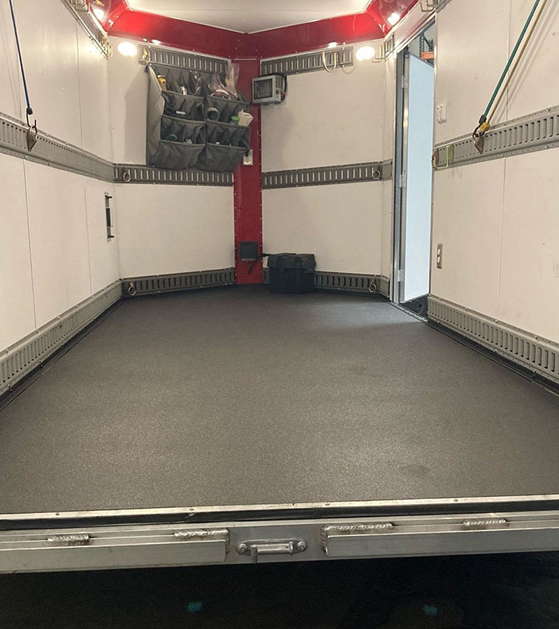 Защита фургона по перевозке грузов покрытием Line-X