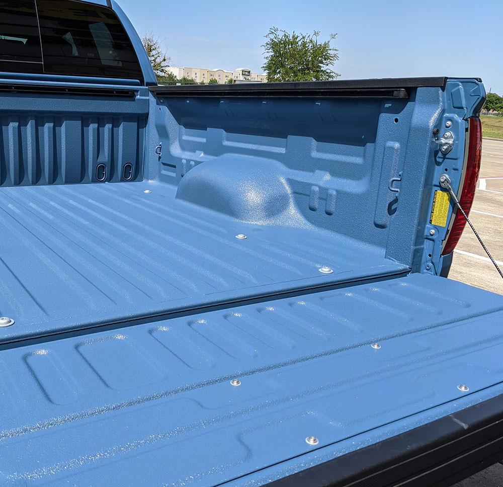 Небесно-голубой багажник в Line-X