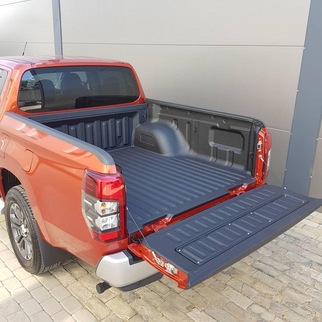 Защита багажника покрытием Line-X для Mitsubishi L200