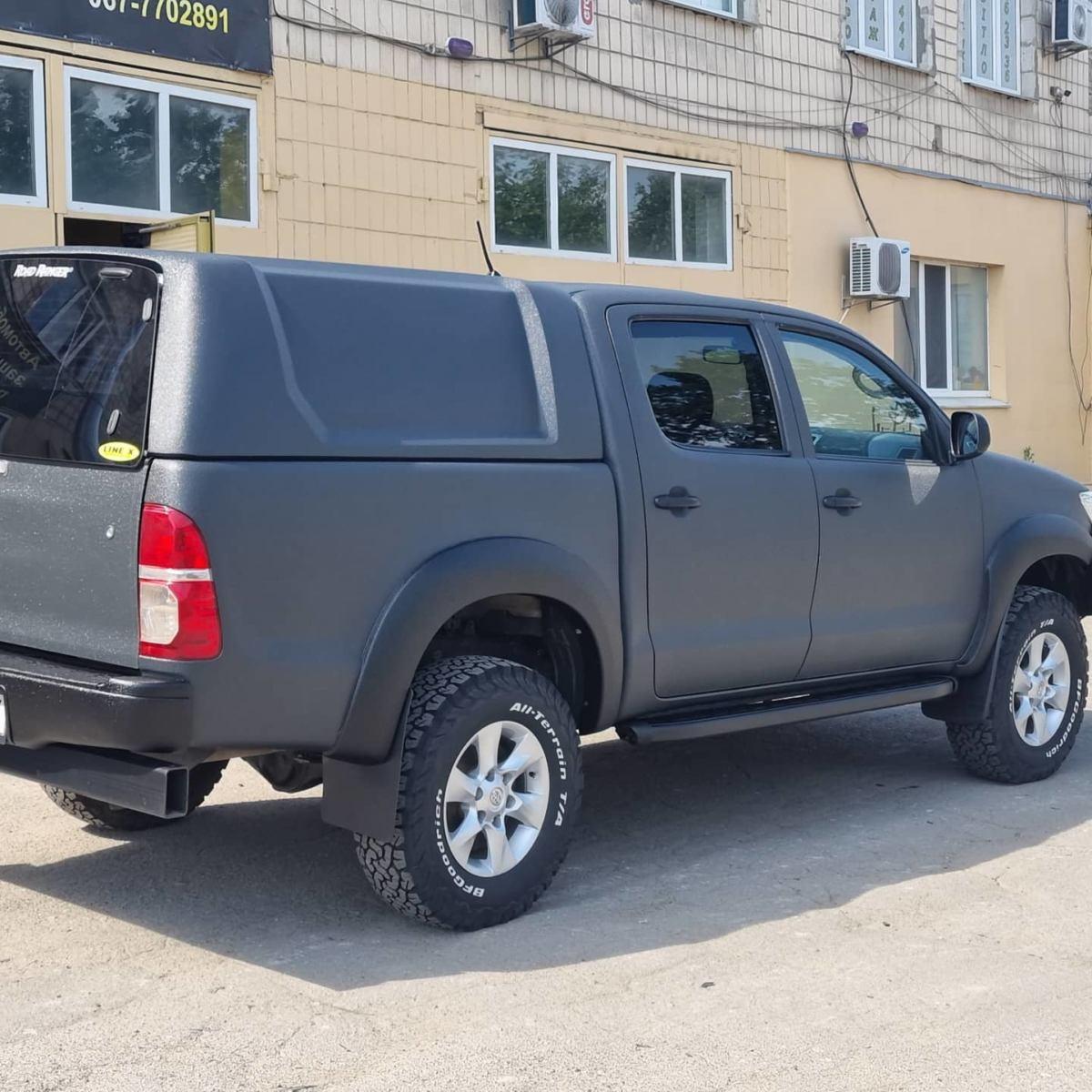 В «полку» защищенных автомобилей прибыло, встречайте очередной внедорожник Toyota Hilux покрашенный в Line-X.