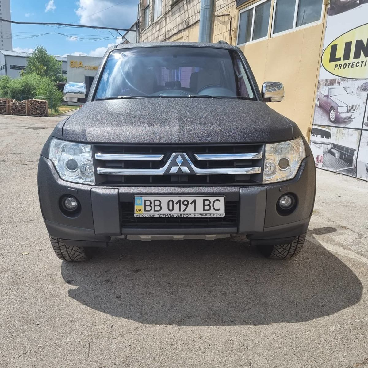Защита кузова Mitsubishi Pajero Wagon от повреждений и ржавчины полимерным покрытием Line-X