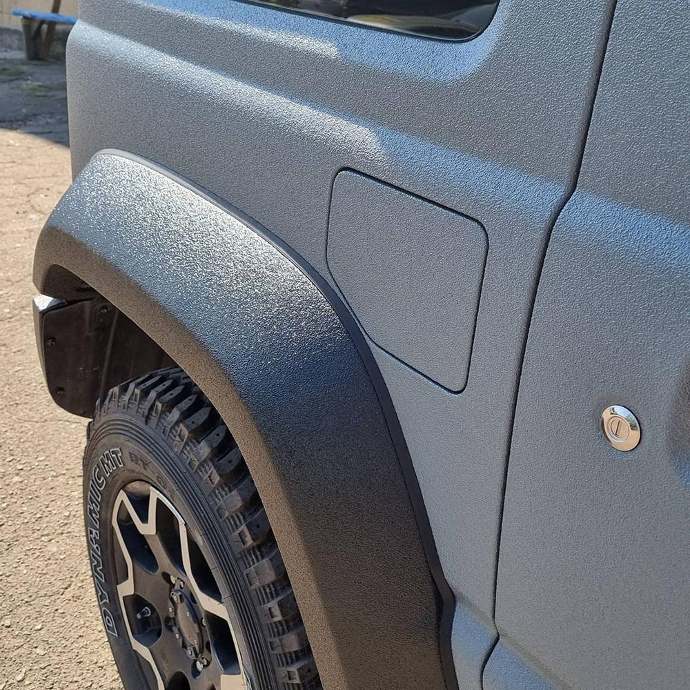Защита миниатюрного внедорожника Suzuki Jimny покрытием Line-X