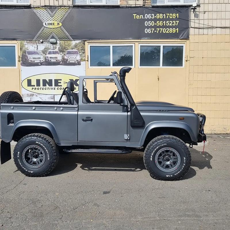 Защита багажника Land Rover Defender покрытием Line-X от механических повреждений и коррозии