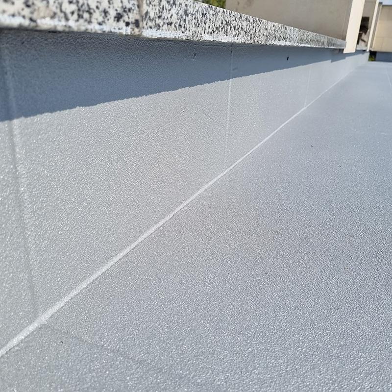 Защита и гидроизоляция кровли открытой террасы дома покрытием Line-X